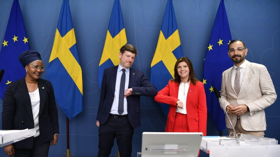 Leila Ali Elmi (MP), Martin Ådahl (C), abetsmarknadsminister Eva Nordmark (S) och Arman Teimouri, (L) berättade under måndagen om  förslagen för ändringen av lagen om anställningsskydd.