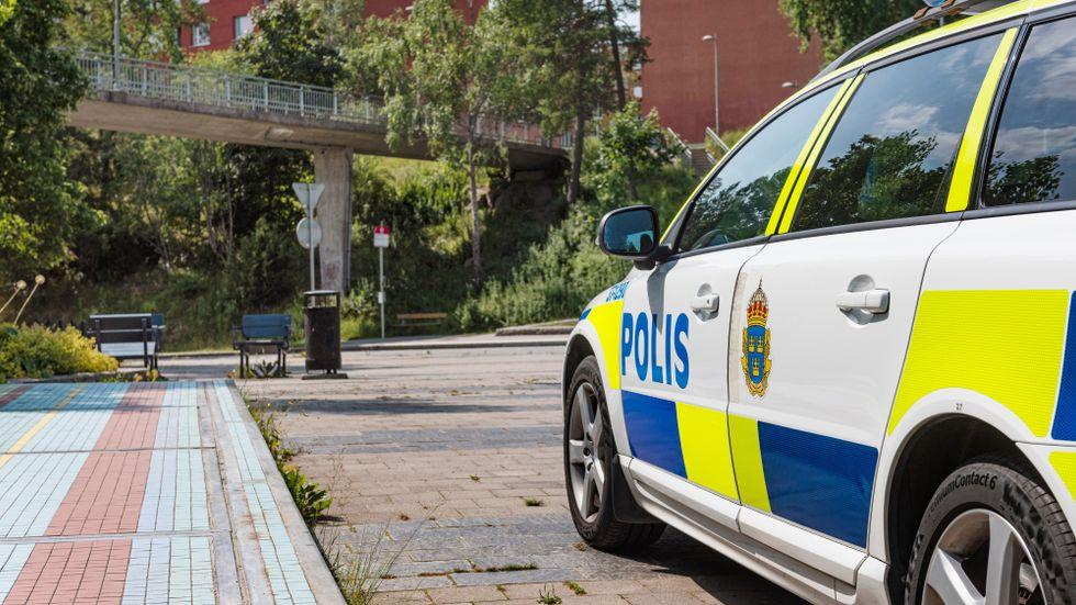 Nu kraftsamlar polisen i Flemingsberg.