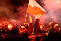 Demonstranter i Warszawa.