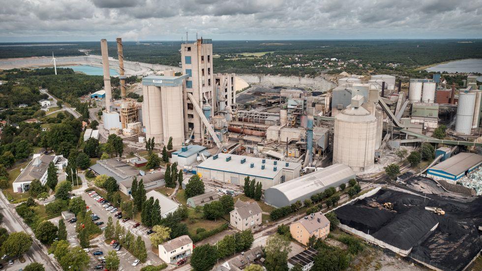 Ska Cementas fabrik i Slite på Gotland få fortsätta att tillverka cement? Arkivbild.