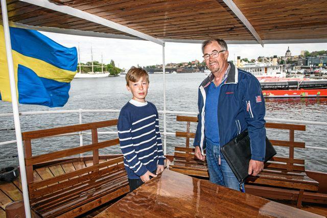 Olof tillsammans med sjökaptenen och vännen Göran.