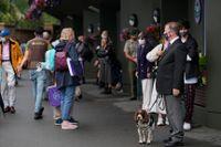 En spårhund utplacerad utanför en tennismatch i Wimbledon i somras. Kanske kommer hunden att få användning för sin nos under klimatmötet i Glasgow. Arkivbild.