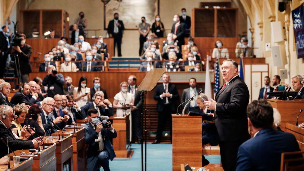 USA:s utrikesminister Mike Pompeo talar inför den tjeckiska senaten i Prag.