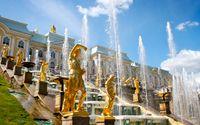 Palatset Petershof är ett exempel på rysk överdådighet.
