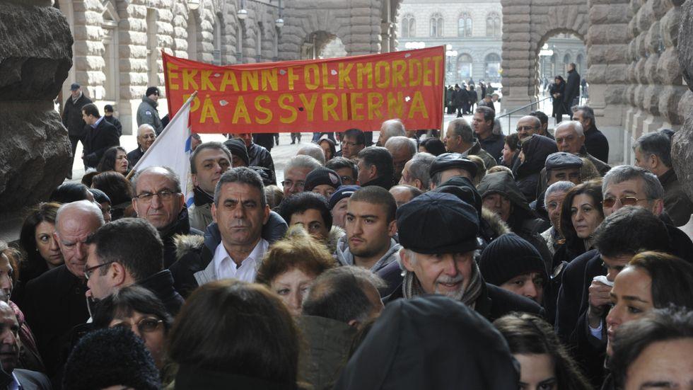 Assyrier demonstrerade när riksdagen 2010 röstade för att erkänna folkmordet 1915.