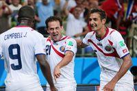 Costa Rica-jubel i lagets premiärmatch i VM i Brasilien. Joel Campbell, Marco Urena och AIK-spelaren Celso Borges firar.