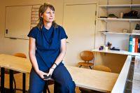 """""""Jag är en av de skyldiga som misslyckats med att bedriva en bra samlevnadsundervisning under 20 år. Jag brann för ämnet, hade elevernas förtroende och gillade det verkligen, men ack vad svårt det var"""", säger Lisa Eklöv."""