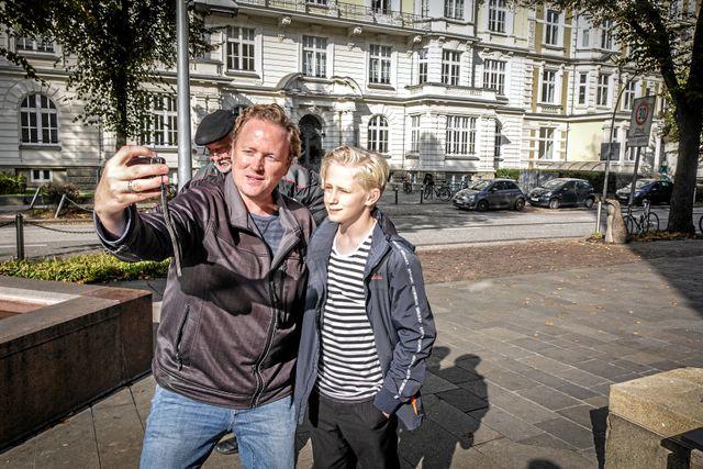 Det är inte bara i Sverige som Elis blir igenkänd. Han blev även stoppad på stan av ett tyskt fan. Foto: Malin Söderlund
