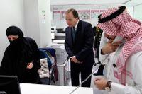 Statsminister Stefan Löfven (S) på besök hos företaget Glowork i Riyadh. Bolaget har som affärsidé att anställa kvinnor. Arkivbild.