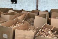 I den ombyggda hästgården fanns tio ton tobak och över 15 miljoner färdiga cigaretter.