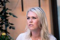 Äldreminister Lena Hallengren (S) har kallat till sig Socialstyrelsen, Folkhälsomyndigheten och Sveriges Kommuner och Landsting för ett möte om äldres situation i värmen.