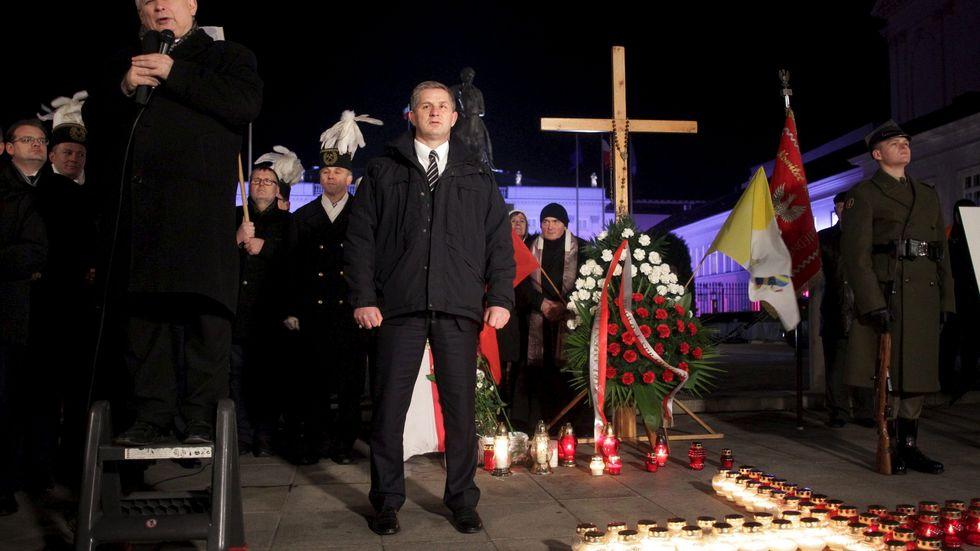 Lag och rättvisas (PiS) partiledare Jaroslaw Kaczynski talar på en minnesceremoni för den flygkrasch 2010 som dödade förre presidenten Lech Kaczynski och 95 andra i Smolensk. 10 december, 2015.