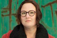 Jessica Schiefauer är född 1978 och uppvuxen i Kungälv utanför Göteborg.