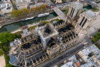 Bly spreds från branden i Notre-Dame. Arkivbild.