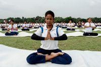 Calcutta-bor firar internationella yogadagen, som infaller årligen den 21 juni.