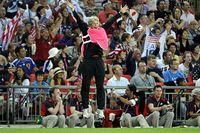 Pia Sundhage när slutsignalen går. USA:s svenska förbundskapten fick fira sitt andra OS-guld.