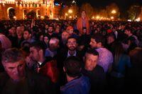 Protester i Armeniens huvudstad Jerevan i går kväll. Nya protester väntades under torsdagen.