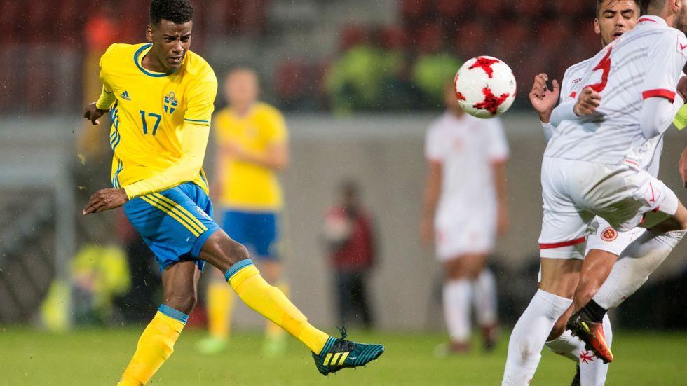 Svenske Alexander Isak, här i en U21-landskamp mot Malta, kan få mer speltid i Borussia Dortmund. Arkivbild.