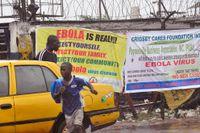 En ebolaklinik i Liberias huvudstad Monrovia plundrades av beväpnade män under lördagen.