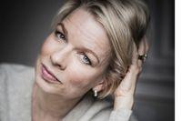 """Linn Ullmann, född 1966, är norsk författare och kulturjournalist. Sedan romandebuten 1998 med """"Innan du somnar"""" har hon belönats med en mängd litterära och journalistiska priser. """"De oroliga"""" är nominerad till Nordiska rådets litteraturpris."""
