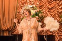 Meryl Streep som den falsksjungande Florence Foster Jenkins.