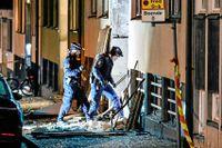 Polisens tekniker på plats under natten till måndag.
