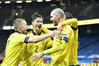 Marcus Danielson jublar med Sebastian Larsson och Mikael Lustig efter 2–0-målet mot Kroatien på Friends arena.
