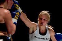 Åsa Sandell vann titelmatchen i WBEFM mot Dakota Stone vid en proffsboxningsgala 31 mars 2007 i Göteborg.