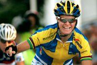 Susanne Ljungskog vinner en tävling i Vårgårda 2006.