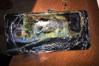 Resterna av en Samsung Galaxy Note 7 som fattat eld.