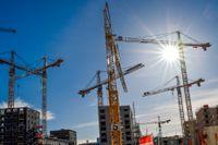 Bankernas höjda kreditkrav har sänkt betalkraften hos så många hushåll, att det nu leder till tvärt fall i svenskt bostadsbyggande, trots att bostadsbehovet är historiskt högt.