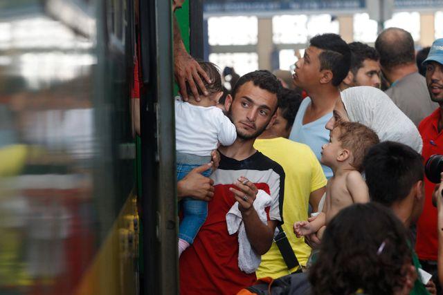Tyskland meddelande nyligen att de skulle pröva alla syrier som kommer oavsett om de registrerats någon annanstans först.