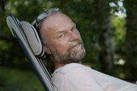 """Hans Gunnarsson, född 1966, debuterade 1996 med novellsamlingen """"Bakom glas"""". Han har även skrivit flera uppmärksammade romaner och filmmanus."""