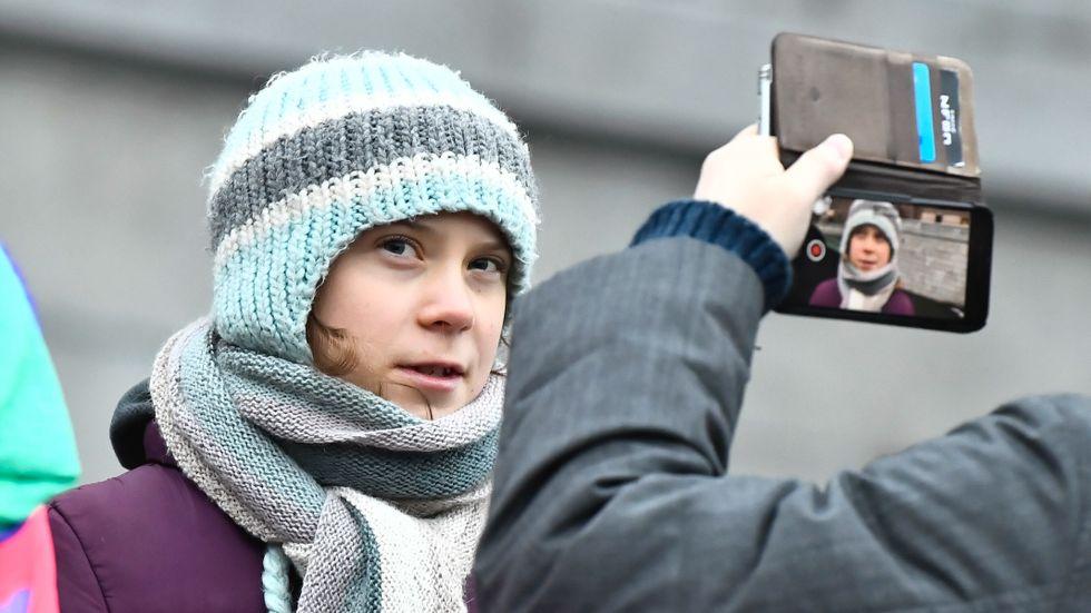 Greta Thunberg strejkar på Mynttorget.