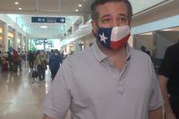 Den republikanske Texassenatorn Ted Cruz, fotograferad på flygplatsen i Cancún i Mexiko.