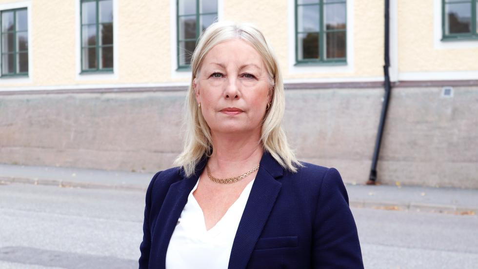 Marie Bladholm med flera moderata politiker ifrågasätter de statliga hemmen för ungdomar och missbrukare.