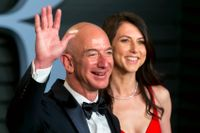 Jeff Bezos och exhustrun MacKenzie besökte Vanity Fairs Oscarsfest tillsammans förra året.