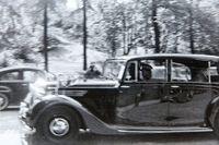 Elisbeth II rullar in på Strandvägen 1956.