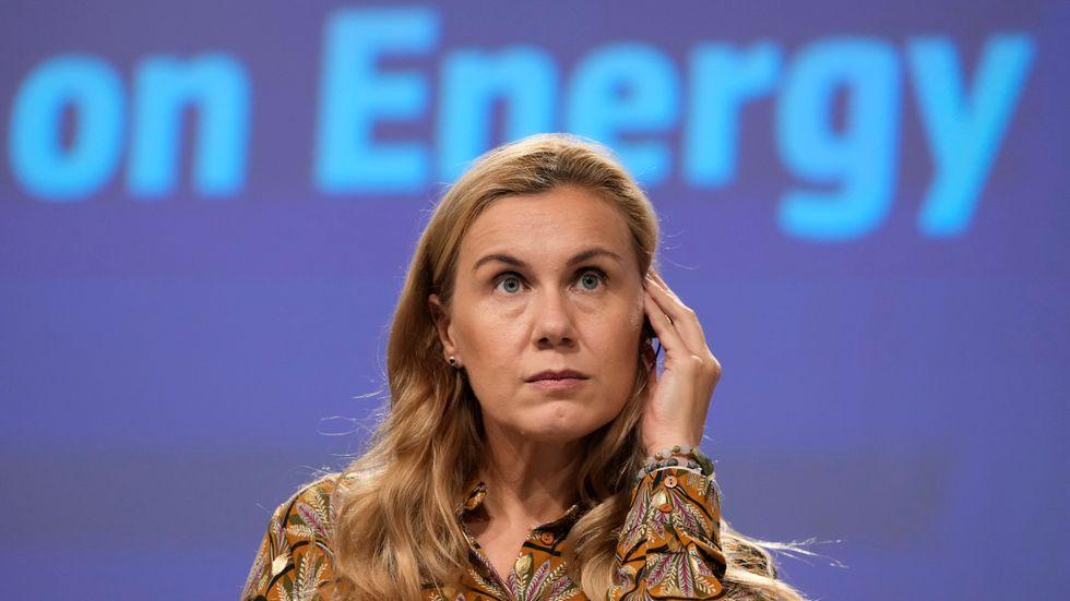 """EU:s energikommissionär Kadri Simson lägger fram en """"verktygslåda"""" med åtgärder som medlemsländerna kan ta till för att lindra effekterna av de höga energipriserna."""