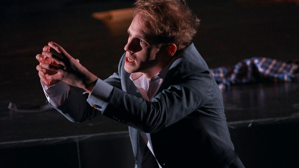 """Simon Reithner i """"Den talangfulle Mr Ripley"""" på Uppsala stadsteater."""
