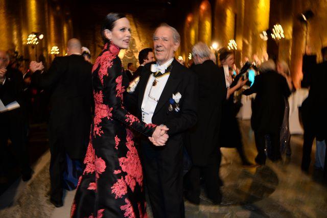 Akademiledamöterna Sara Danius och Per Wästberg då dansen drog igång i Gyllene Salen vid Nobelbanketten.