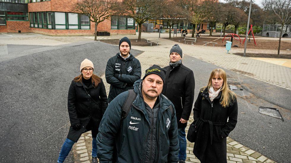 Joanna Goldberg, Rikard Axelsson, Fredrik Glimster, Johan Ek och Helena Persson har barn på Skytteholmsskolan i Solna. De fick inte fick några indikationer på att deras barns skola skulle stänga.
