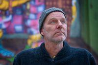 """John Ajvide Lindqvist slog igenom med """"Låt den rätte komma in"""" (2004). """"Vänligheten"""" är hans sjunde roman."""