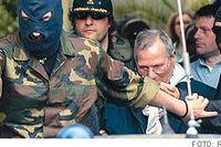 Den sicilianske maffiabossen Bernardo Provenzano förs bort av polis. Han greps tidigare i år efter ett tiotal år på flykt. Ska maffians makt äntligen brytas?