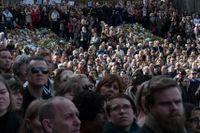 Kollektiva ritualer som kärleksmanifestationen efter terrorattacken är bra för samhällsandan, visar forskningen.
