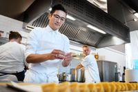 Hur går det för lyxkrogarna i Köpenhamn under pandemin? Kristian Baumann öppnade en ny tillfällig restaurang efter att hans förra stjärnkrog stängde.