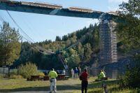 En person skadades vid broolyckan, och delar från bron rasade ned i älven.