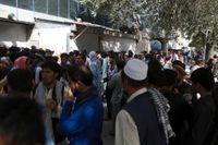 Det bildades snabbt långa köer utanför afghanska banker när talibanerna tog makten. Arkivbild