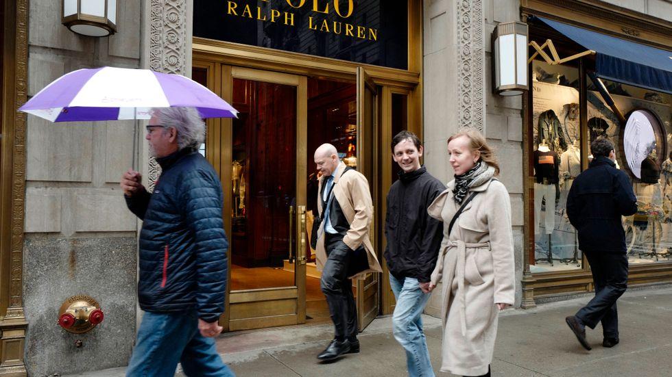 Ralph Lauren-butiken på 5th Avenue i New York. Klädkedjan har lämnat nya delårssiffror. Arkivbild.
