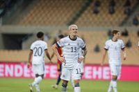 Tyske landslagsförsvararen Philipp Max deppade efter 0–6-förlusten mot Spanien.